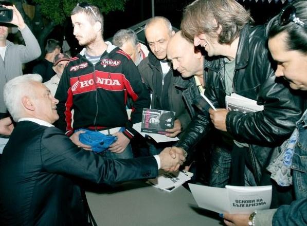 """Photo of Над 2000 членове и симпатизанти на """"Атака"""" във Варна посрещнаха на крака Волен Сидеров"""