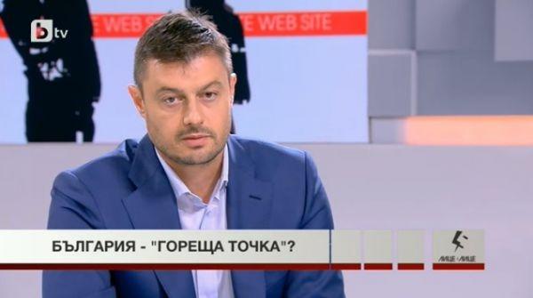 Photo of Николай Бареков: Меркел, която на думи много обича г-н Борисов и България, го е вкарала в капан