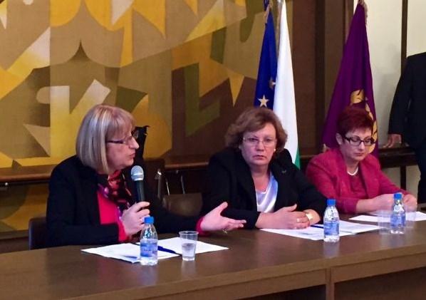 Photo of Цецка Цачева в Ловеч: Средата на живот също е важен фактор за привличането на инвестиции и на развитието на бизнеса