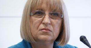 Цецка Цачева: Политиците са длъжни да да откликва на казусите на хората